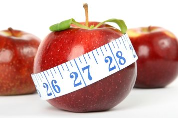 Diet - apple and measuring tape